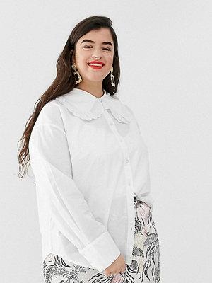 Skjortor - Neon Rose Plus Skjorta med oversized peter pan-krage och spetskant White cotton