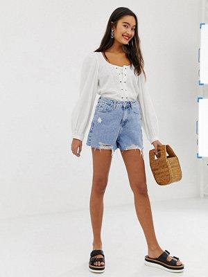 New Look Mamma shorts med slitningar i jeans Ljusblå
