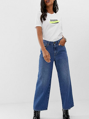 Diesel Widee Mellanblå jeans med ballongben i vintagestil Medeltvätt