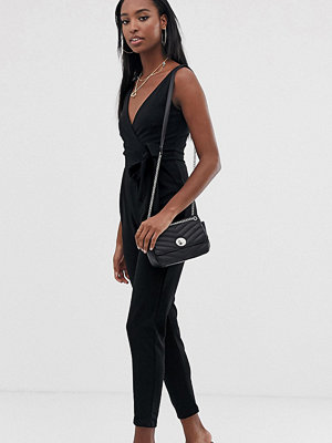 Outrageous Fortune Tall Svart jumpsuit med knytmidja