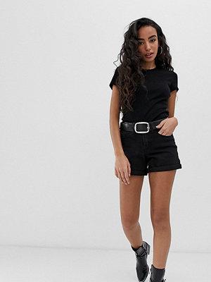 Noisy May Petite Svarta shorts med uppvikt nederkant