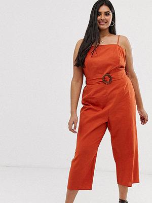 ASOS Curve Jumpsuit i förklädesmodell med skärp och smala axelband Mörkorange