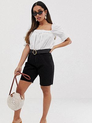 Missguided Petite Svarta jeansshorts i longline-modell