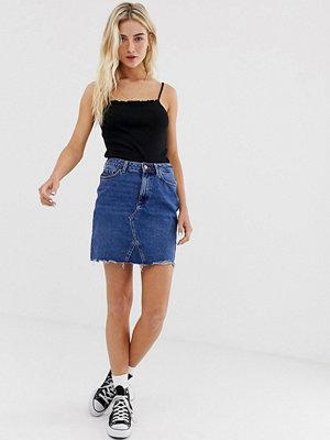 """New Look Blå jeanskjol i """"mom""""-modell Mellanblå"""