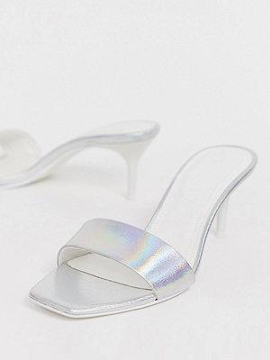 Bershka Silverfärgade sandaler med klack
