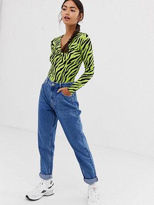 """Bershka Blå jeans i """"mom jeans""""-modell"""