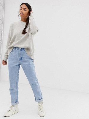 """Bershka Ljustvättade jeans i """"mom jeans""""-modell Blå"""