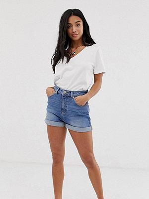 ASOS Petite Ritson jeansshorts i mom-modell