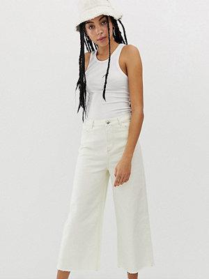 Urban Bliss Ankellånga jeans med vida ben och råskuren kant Écru