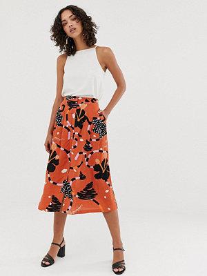 Selected Femme Midikjol med knäppning och abstrakt mönster Mango print