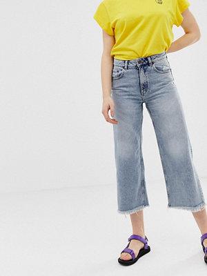 Cheap Monday Vida jeans i ekologisk bomull med hög midja och råskuren fåll
