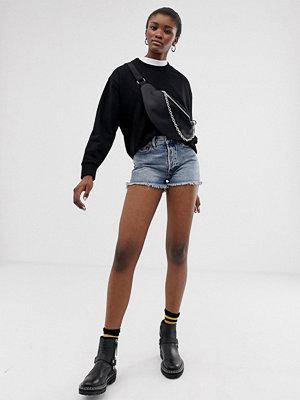 Cheap Monday Avslappnade shorts i ekologisk bomull med råskurna byxben Hex blue