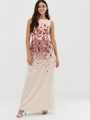 Chi Chi London Rosablommig klänning med broderi Nude red