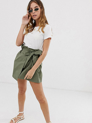 Boohoo Petite Exclusive Khakifärgad kjol med knytning i sidan Kakifärgad
