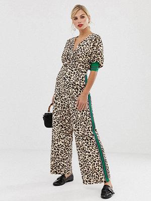 Liquorish Leopardmönstrad jumpsuit med omlott och kontrasterande ärmdetalj Djurmönster