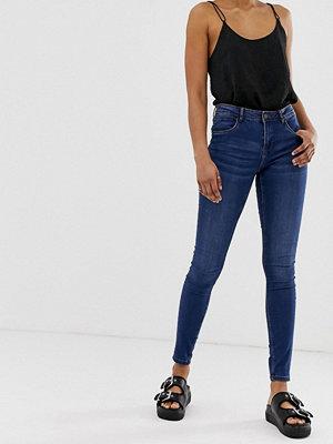 Noisy May Formande jeans med hög midja