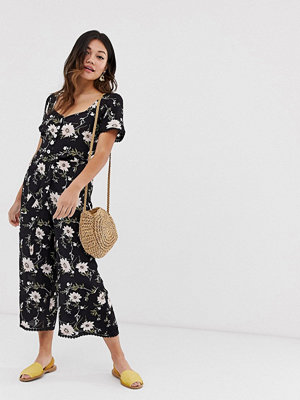 Miss Selfridge Blommig jumpsuit med knappar