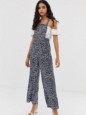 Miss Selfridge Småmönstrad jumpsuit i förklädesmodell