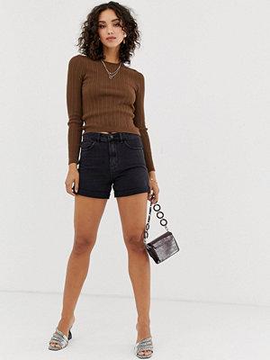 """Vero Moda Svarta jeansshorts i """"mom jeans""""-modell med hög midja"""