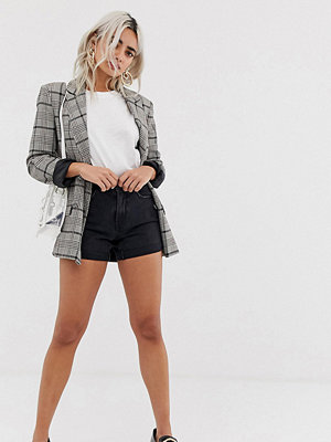 """Vero Moda Petite Shorts i """"mom""""-modell med hög midja"""