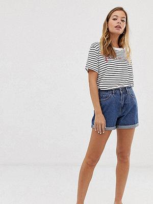 """Vero Moda Petite Blå jeansshorts i """"mom""""-modell med hög midja"""