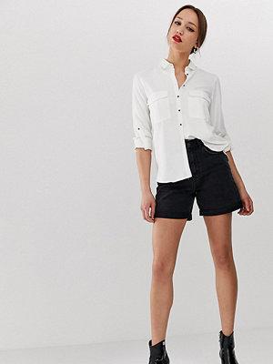 """Vero Moda Tall Shorts i """"mom jeans""""-modell med hög midja"""