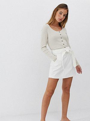 Vero Moda Petite Minikjol i denim med skärp