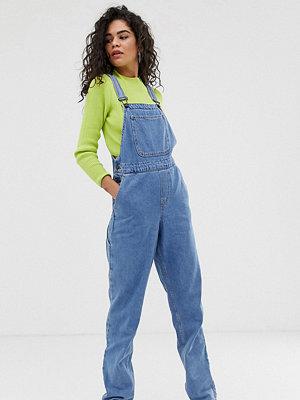 Noisy May Tall Hängselbyxor i mom-modell Mellanblå färg