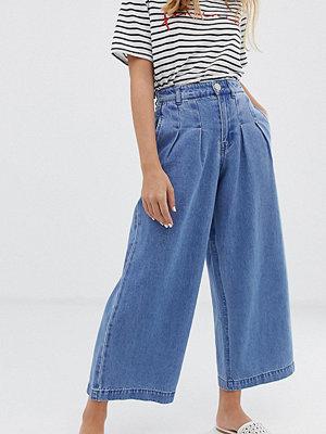 Vero Moda Petite Ankellånga jeans med vida ben och hög midja Mellanblå denim