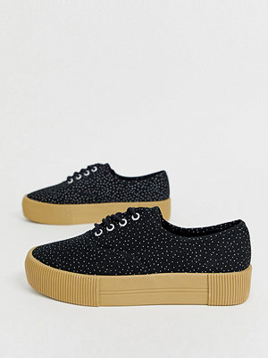 Monki Svarta prickiga flatform-sneakers