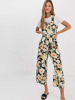 Miss Selfridge Blommig jumpsuit i förklädesstil