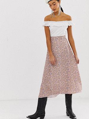 New Look Småblommig midikjol Rosa mönster