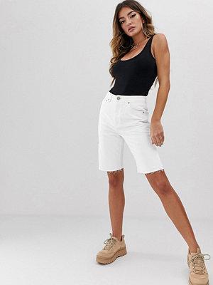 ASOS DESIGN Farleigh Vita longline-shorts i ekologisk denim med hög midja