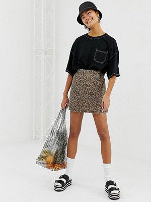 Monki Leopardmönstrad jeanskjol i ekologisk bomull