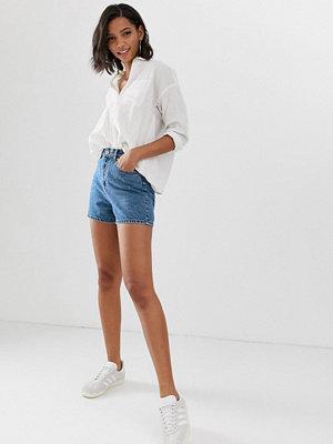 ASOS DESIGN A-linjeformande jeansshorts i mom-modell