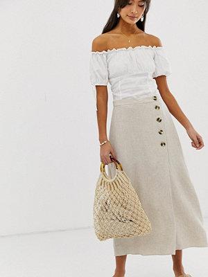 New Look Ljusbeige kjol med knappdetalj Sandfärgad