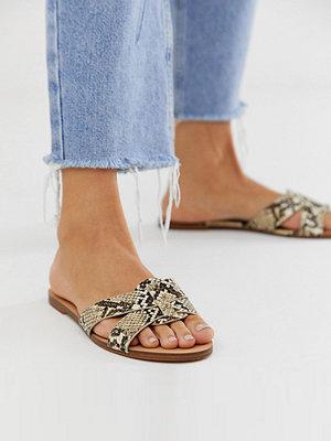 Pull&Bear Bruna ormskinnsmönstrade platta sandaler