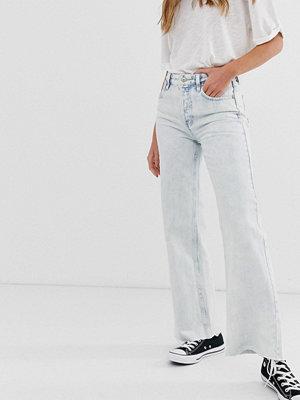 Free People Höga flared jeans med råskuren fåll