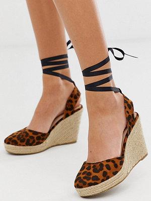 Miss Selfridge Leopardmönstrade espadriller med kilklack och knytband runt vristen Leopard