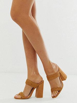 Boohoo Rödbruna sandaler med blockklack och remmar