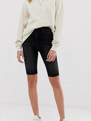 Shorts & kortbyxor - Reclaimed Vintage Vintageinspirerade svarta shorts med extra smal passform Tvättad svart