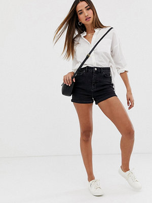 ASOS DESIGN Svarts mom shorts i denim