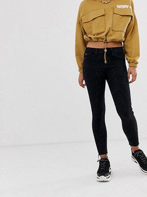River Island Molly Skinny jeans med råskuren kant i tvättad svart Tvättad svart