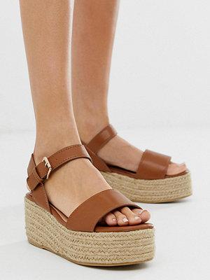 Miss Selfridge Tanfärgade flatform-sandaler i espadrillmodell
