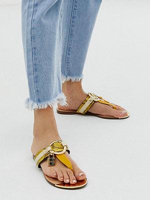 River Island Gula sandaler med tårem och guldfärgad detalj