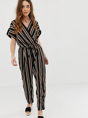Gilli Randig jumpsuit i omlottmodell med knytning i midjan Svart/brun