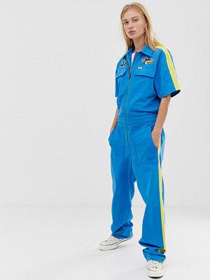 Wrangler Blå och gul jumpsuit i overall-modell med kort ärm Mediter.blue