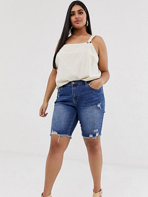 Simply Be Stentvättade jeansshorts i longline-modell med slitna detaljer Mörk stentvätt