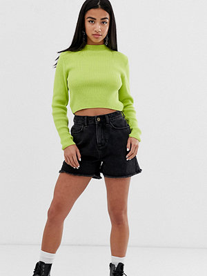 Collusion Svarta mom shorts i petite