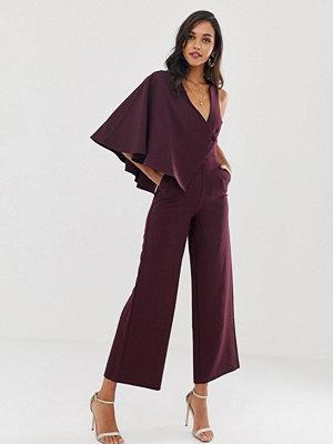 Lavish Alice Lila jumpsuit med draperade ärmar och vida ben Mörklila